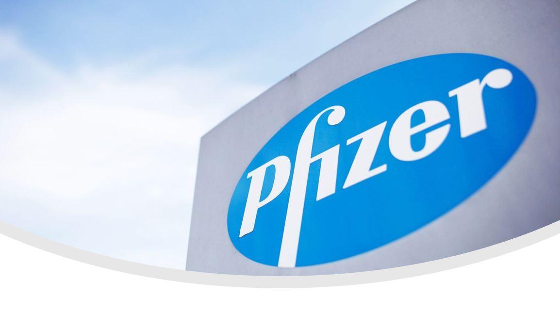 20201029-anh-mong-doi-quyet-dinh-ve-vac-xin-covid-19-cua-pfizer-co-truoc-astrazeneca-1