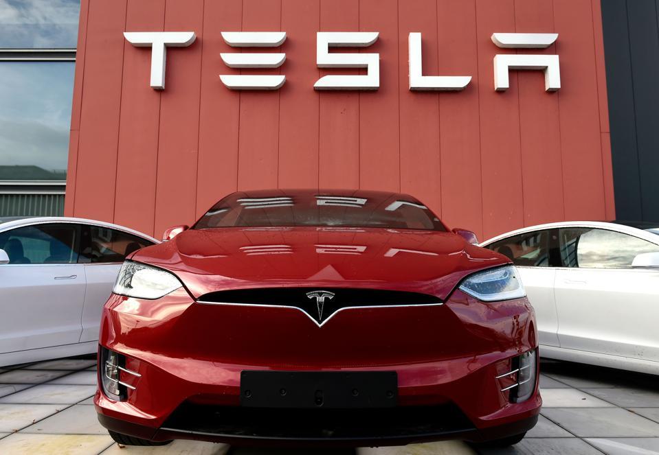 Cổ phiếu Tesla tăng vọt khi được gia nhập nhóm S&P 500