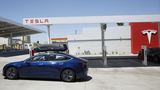 Tesla huy động đến 5 tỷ đô la trong đợt bán cổ phiếu thứ ba trong năm nay