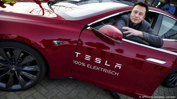 Elon Musk cho biết từng cố bán Tesla cho Apple