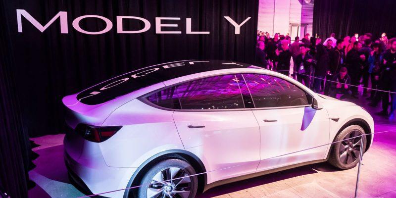 Tesla bắt đầu giao mẫu xe Model Y do Trung Quốc sản xuất