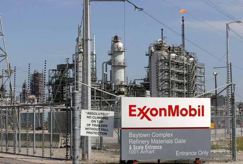 20210304-exxon-mobil-dung-truoc-an-phat-moi-do-cao-buoc-gay-o-nhiem-1