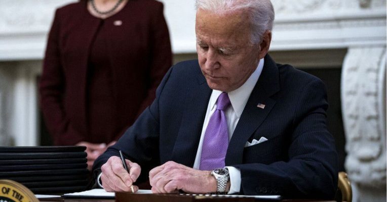 Ông Biden bị kiện