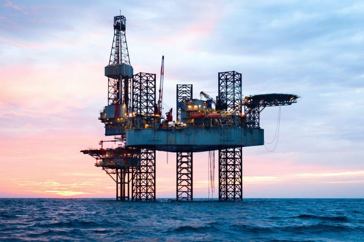 Số ca nhiễm COVID-19 tăng cao có thể làm chệch hướng đà phục hồi nhu cầu dầu mỏ