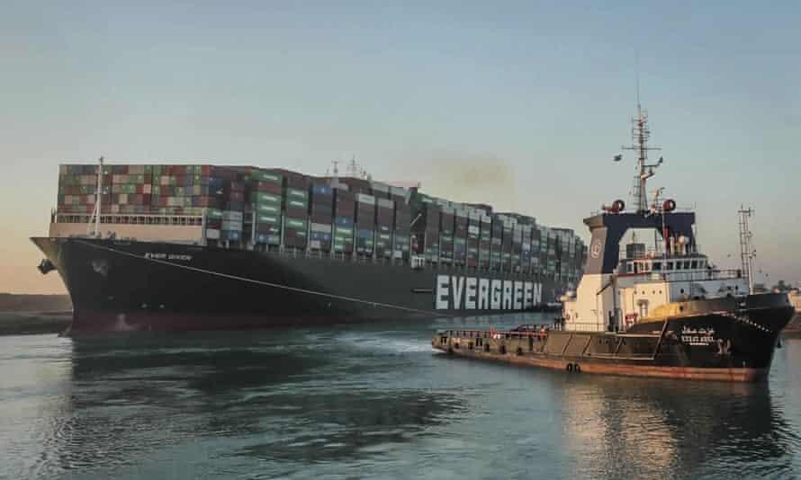 Chủ tàu Ever Given tố quản lý kênh Suez có lỗi