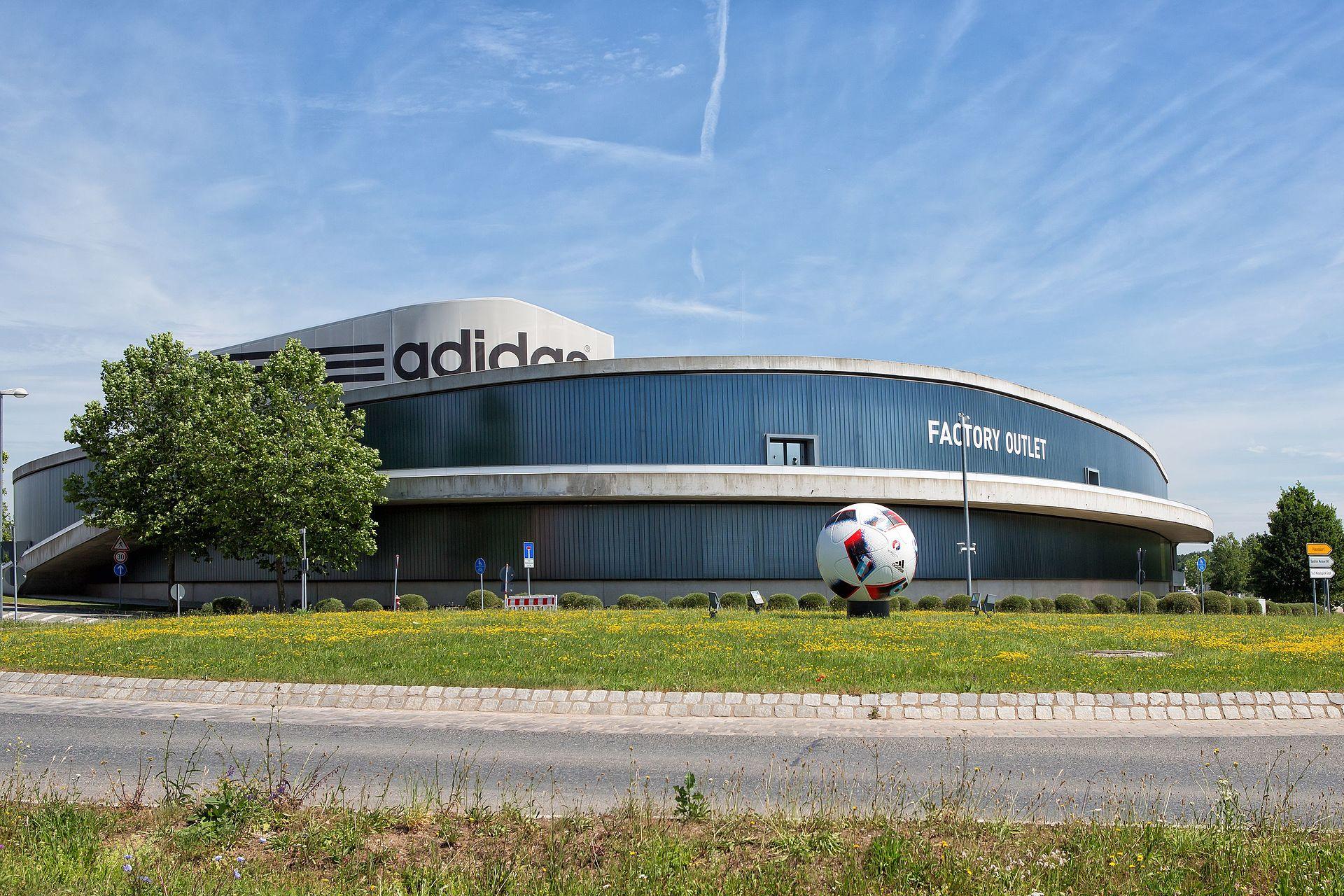 Cơ sở sản xuất của Adidas