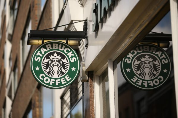 Starbucks chia cổ tức