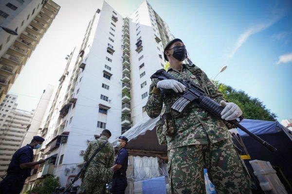 Malaysia phong tỏa toàn quốc trong 2 tuần