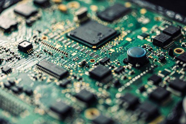CEO Intel dự đoán toàn cầu còn thiếu hụt chip vài năm tới