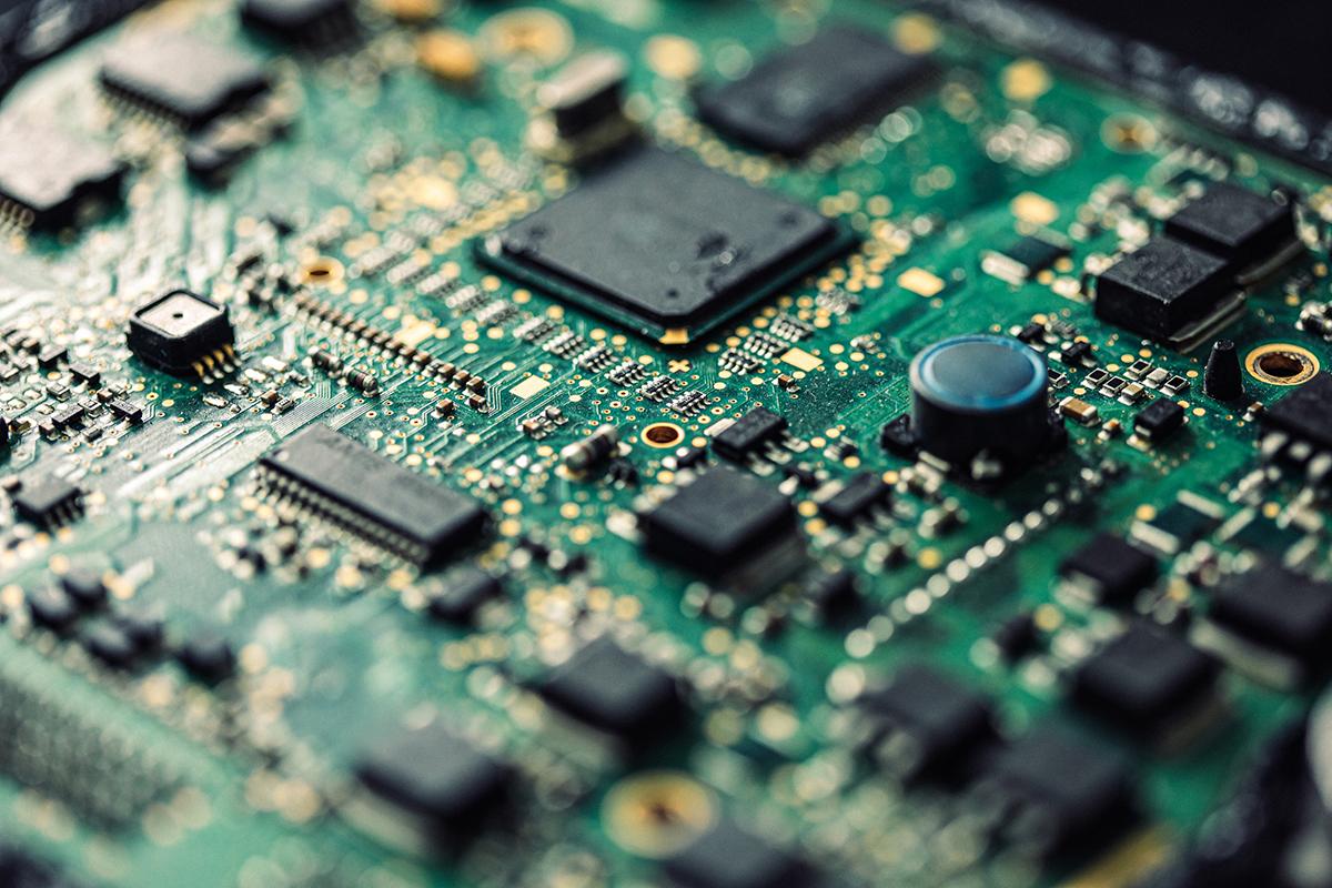 CEO Intel dự đoán toàn cầu còn thiếu chip vài năm tới