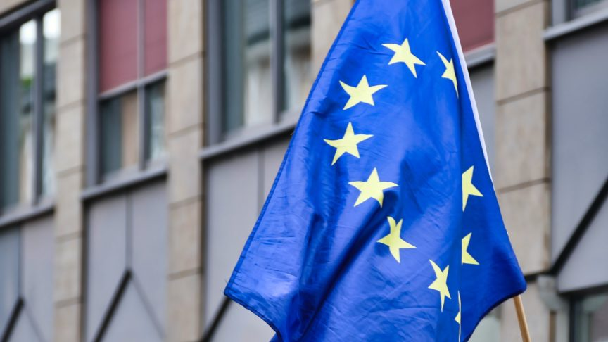 Châu Âu hoãn kế hoạch tăng thuế hàng Mỹ